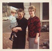 Seltener Moment: Margrit Schweizer mit ihrer  Tochter (sowie ihrer Mutter).